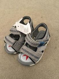 Boys sandals size 4 childrens
