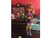 Monster High Clawdeen Wolf & Coffin Bean café with furniture and accessories