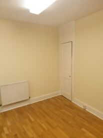 Good size double/twin room in Camden Town. Newly Decorated. 2 Weeks Deposit.