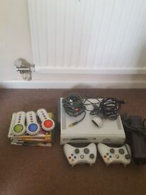 Xbox 360 2 controllers 6 games