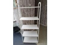 Free standing shelf unit in white.