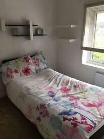 Double room in a fully furnished modern flat