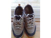 Clarks Wave Roam Walking Shoes size 5.5