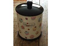 Pottery biscuit barrel