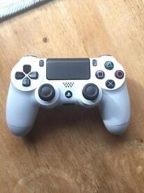 PS4 controller white, R1 button not working