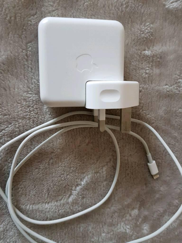 Apple iPod , iPad , iPhone 5 6 7 8 charger ( Orginal )