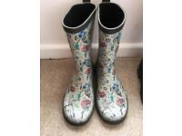 4 sets of Wellies in excellent condition