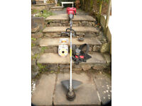 Honda UMK431E 4-stroke strimmer w. spare head and unopened 86m pack of line