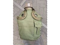 US style waterbottle OG cover with Dutch army bottle and mug. Good condition.