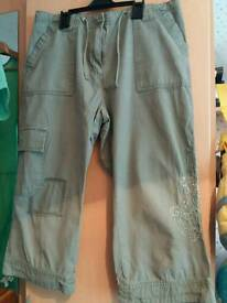 Ladies 3/4 length trousers size 12