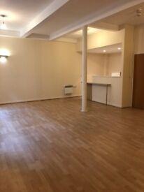 Live/work Studio Apartment, Huddersfield Town Centre, 3 minutes to Train Station (Loft 6)