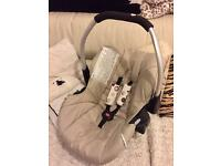 Ladybird baby car seat by Hauck. Farm coloured, very clean and in good condition