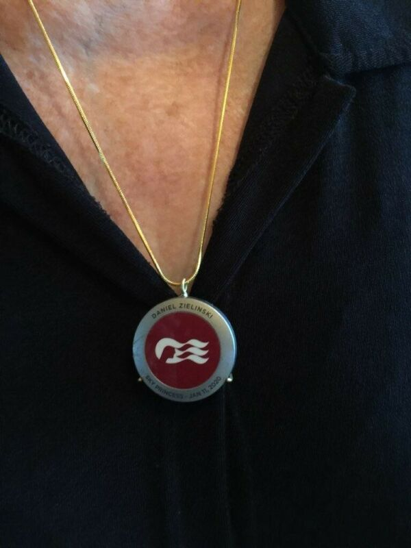 """Princess cruise Pendant MEDALLION HOLDER GOLD """"RING"""" & Sterling S. Gold Necklace"""