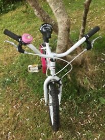 Childrens Bike Hello Kitty Great Condition for 5-7 year old