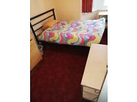 Double room in Zone2 london near shops area