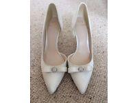 BNIB Ivory Jenny Packham wedding court shoes, size 4/37