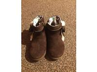 Girls genuine ugg boots size 6