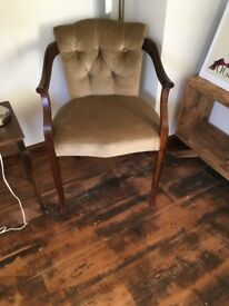 Soft chesterfield style arm chair baroque style