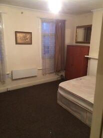 1 BEDROOM FLAT ABOVE SHOP , HOE STREET, WALTHAMSTOW E17