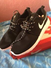 Nike Roshe Run 2 Trainers NEW Size 10