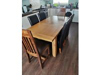Extenable solid oak table and chairs