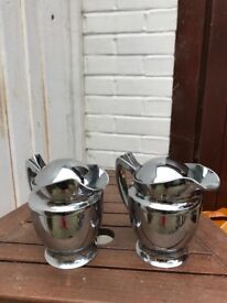 Pair of insulated gravy pots