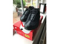 Nike air max 95 essential trainers in black size uk 7