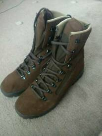 Hiking boots (New)
