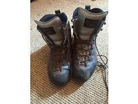 Scarpa mountain boots size 7
