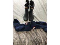 Navy blue hunter wellies and socks like new