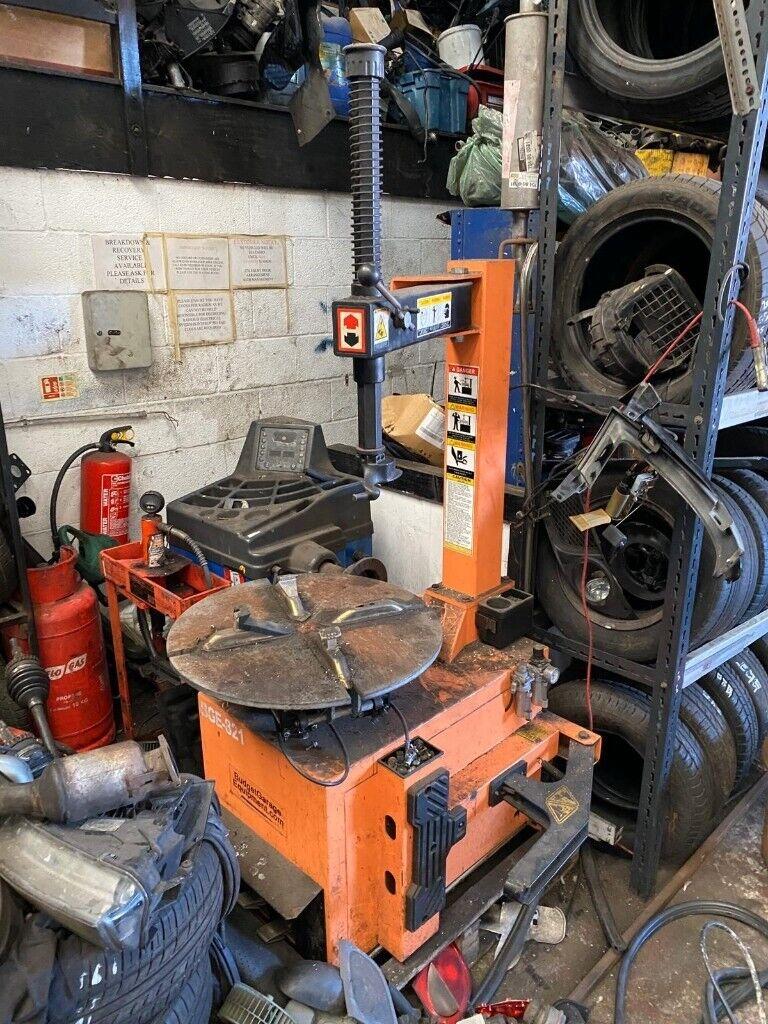 BGE 821 Tyre Changer Needs Servicing