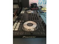 Pioneer DDJ - SX2 DJ controller / comes with original box & cables / mint condition