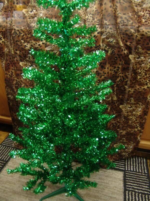 OLDER 4 FOOT GREEN TINSEL CHRISTMAS TREE