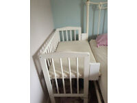 Waldin baby bedside cot in white. Co-sleeping cot. Including organic mattress, barely used.