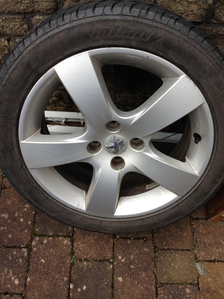 """17 """" Alloy wheels with good tyres"""