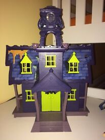SCOOBY DOO MYSTERY MANSION PLAYSET WITH FIGURES GREAT FOR XMAS SCOOBY-DOO