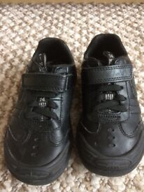 Boys leather light up Clarks shoes. 7.5 g excellent condition