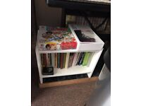 Small white wood bookshelf, very good condition, 60x40x30cm