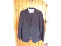 Zara Man grey/fine pin stripe wool man's 2-piece suit. eur 46/usa 36 jacket; eur 40/usa 31 trousers.