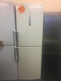 SIEMENS FROST FREE FRIDGE FREEZER WITH HANDLES IN OFF WHITE