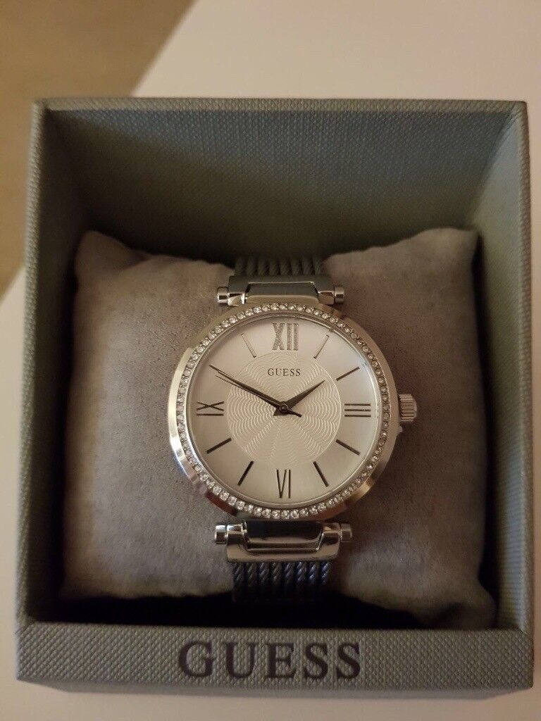 WOMENS GUESS SILVER STAINLESS SLEELE WATCH