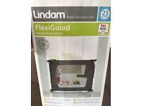 Lindam Flexiguard portable safety gate