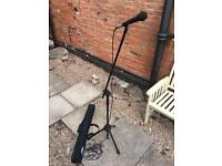 Peavey pvi100 microphone with microphone stand case and lead