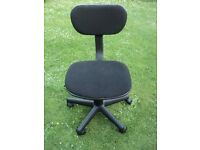 Computer Chair in Black Cloth. Suit Child. Good Condition