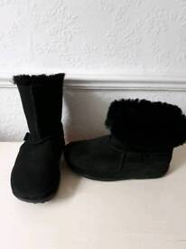 Fitflop MUKLUK suede boots size 4 New
