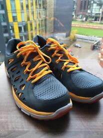 Size 9 Nike Dual Fusion Run 2 Trainers