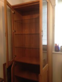 Bookcase/cabinet. Solid Oak. Excellent condition. Buyer collects.
