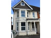 LARGE ONE BED FLAT AVAILABLE 15.7.18 BILLS INCLUDED!!