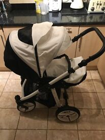 Immaculate venicci buggy travel system with remaining warranty for sale