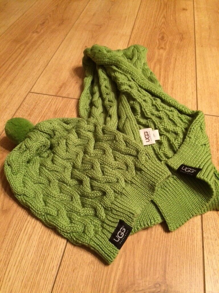 42ff6ca2734 Ugg hat and scarf set